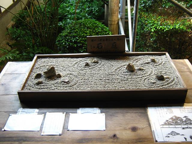 22 creative ideas for maintaining a garden while living in for Mini zen garden design ideas