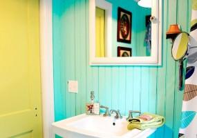 Surprisingly Unique Designs for your Condo Bathroom