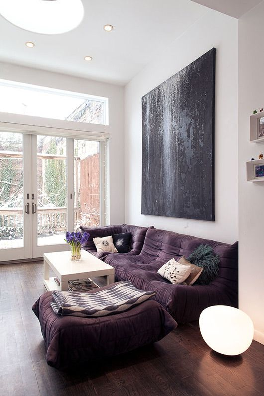 15 color combinations you should try in your condo - Beige and purple living room ...