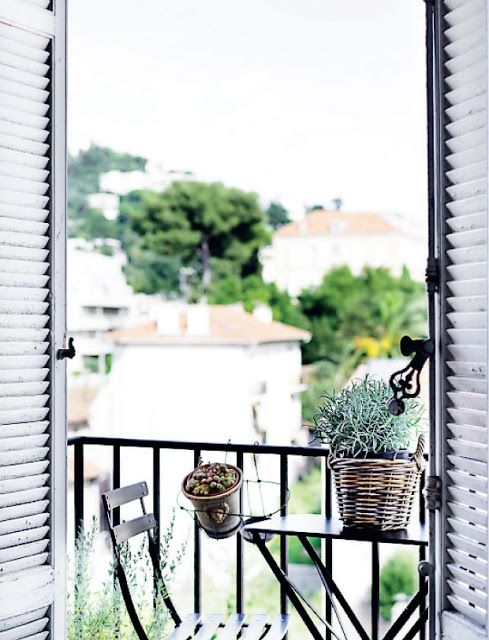 green balcony design