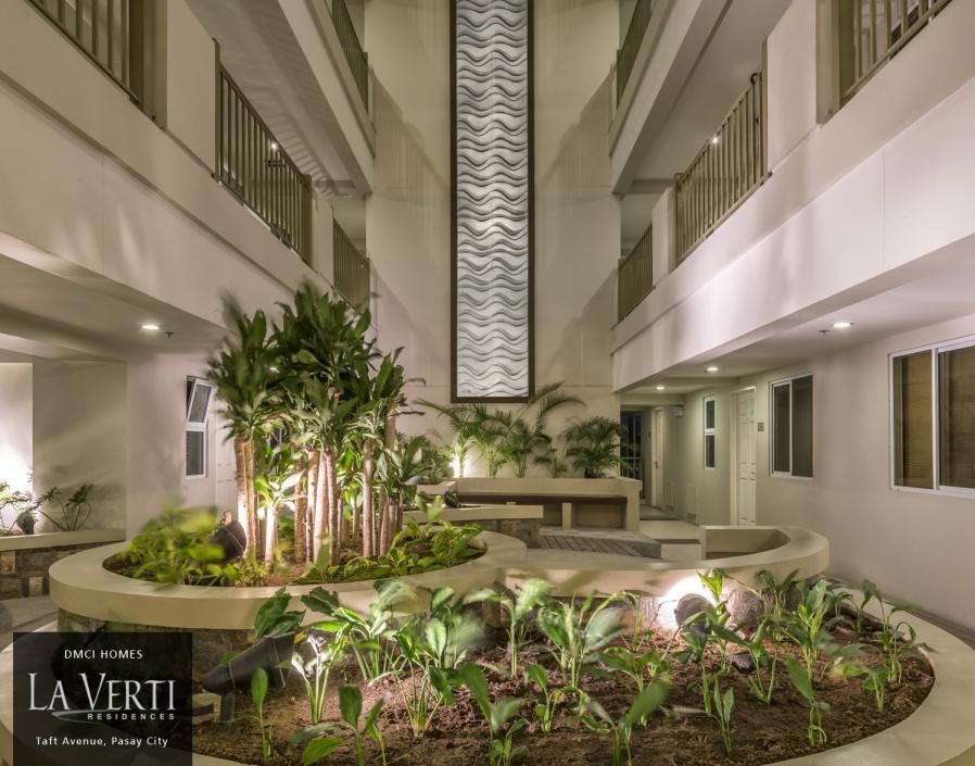 Single-loaded corridors and atriums