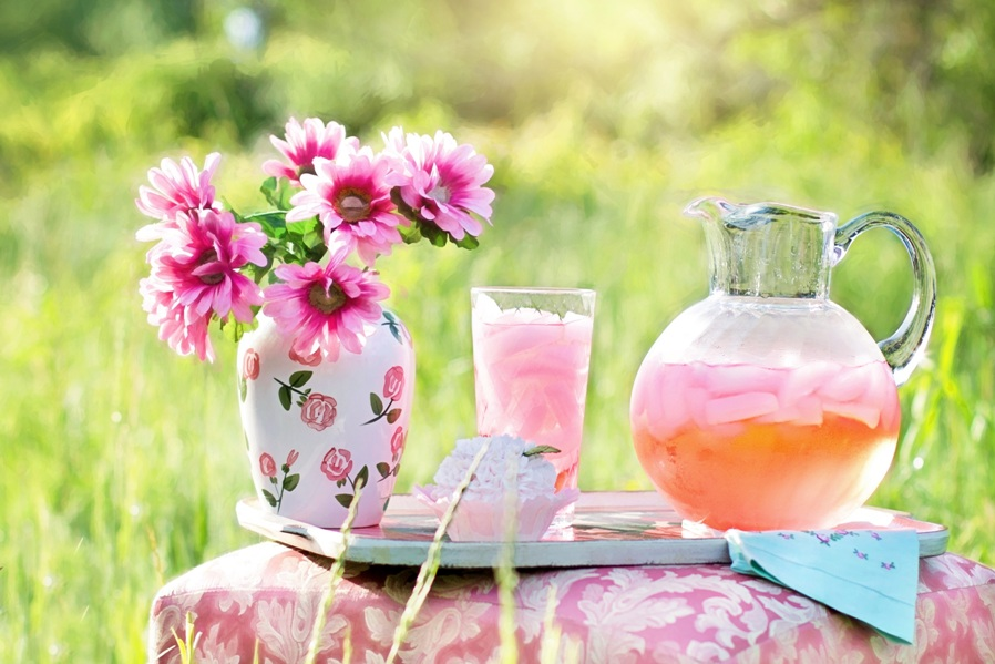 refreshing pink lemonade