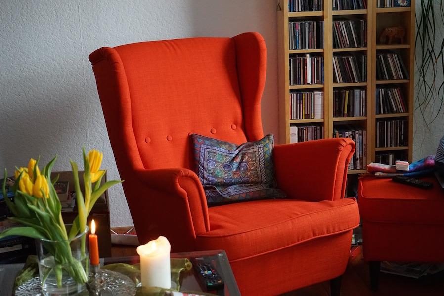 Bookworm Reading Nook with Corner Shelf