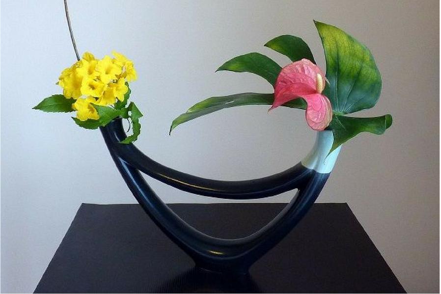 Minimalist Condo Freestyle Ikebana