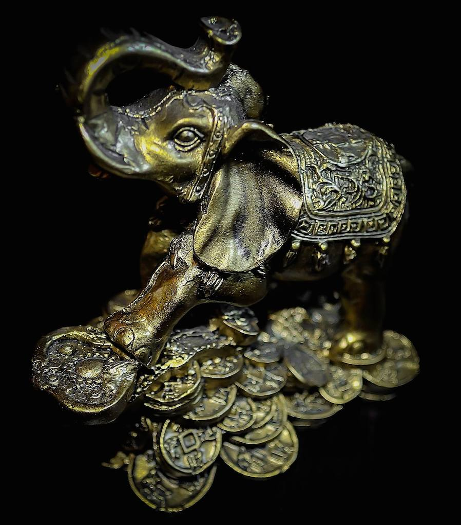 lucky elephant gold statue for house decoration