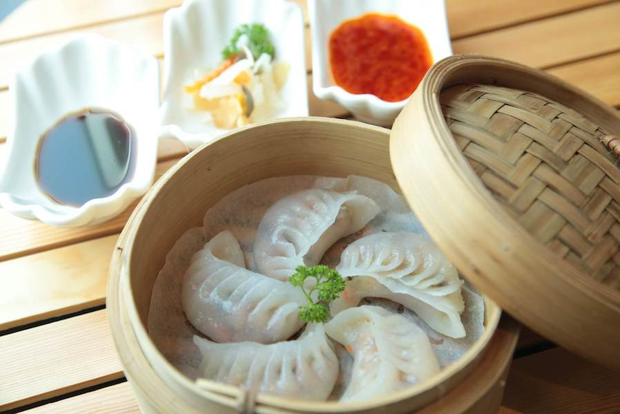 steamed dimsum served in bamboo steamer