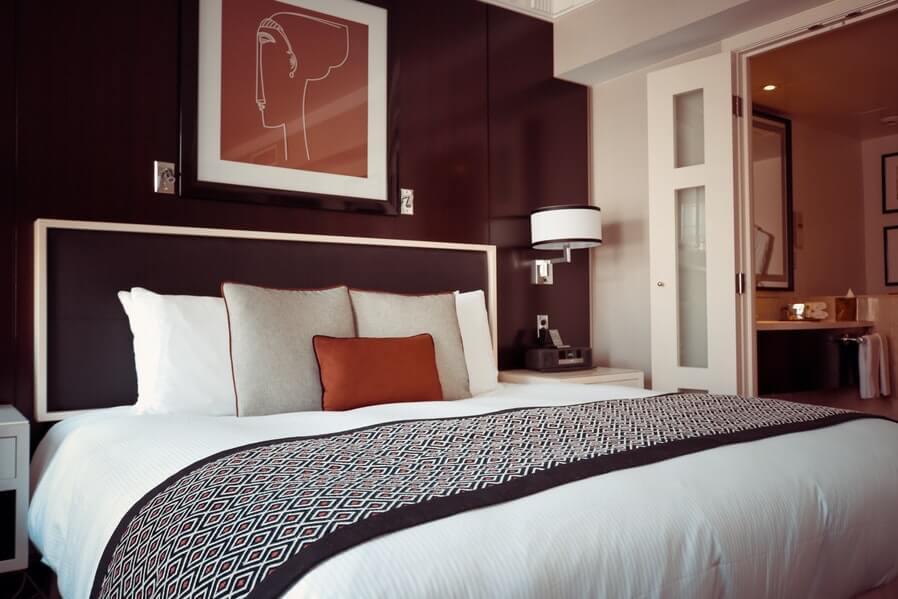 Maroon scheme bedroom