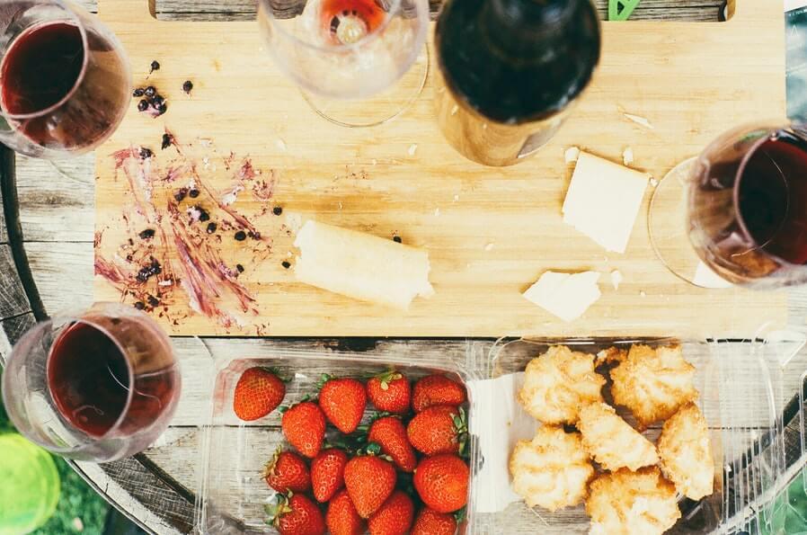 red wine cheese and strawbrries