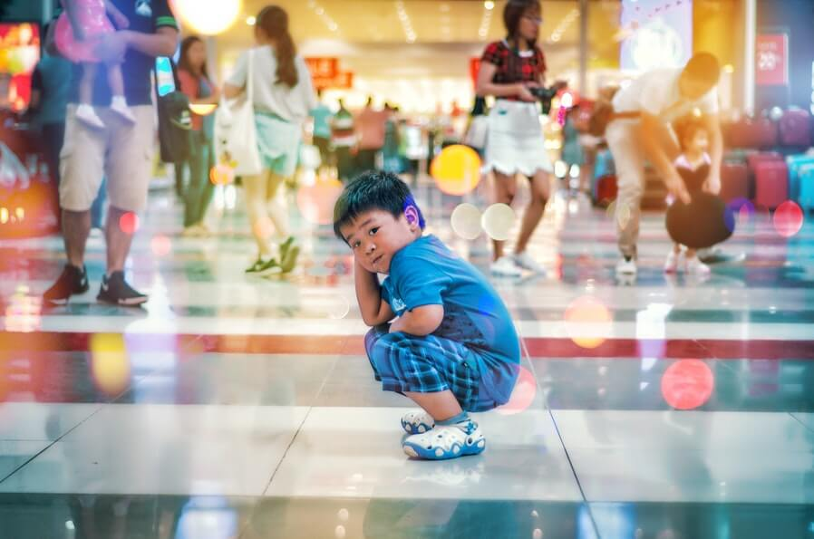 kid inside a shopping mall
