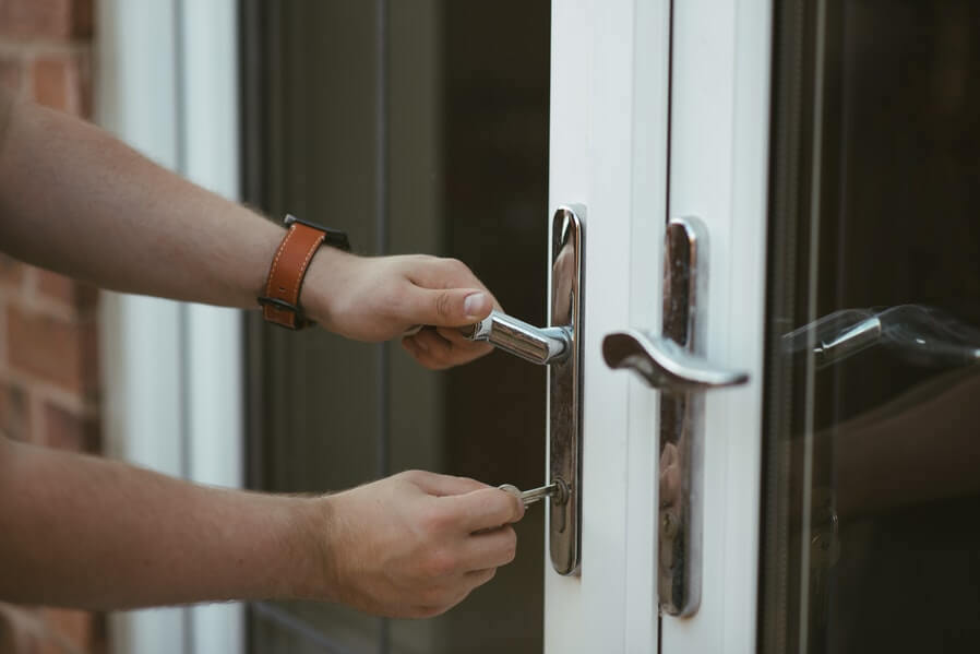 condo safety during holidays lock the doors