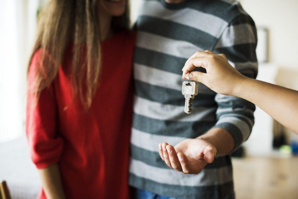 couple rent it out keys