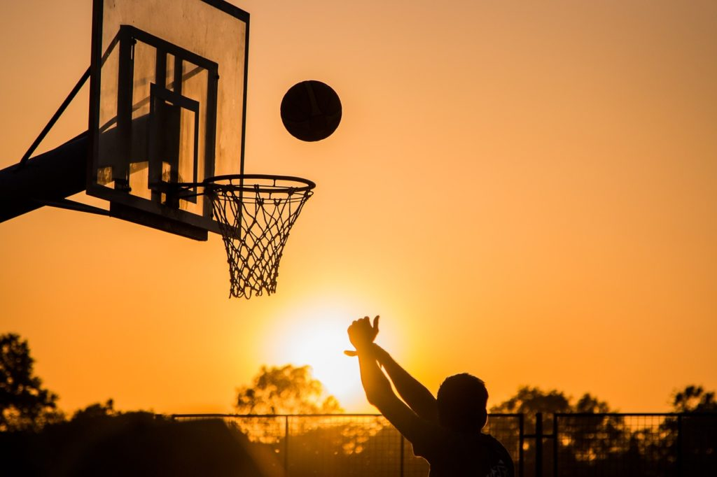 silhouette playing basket