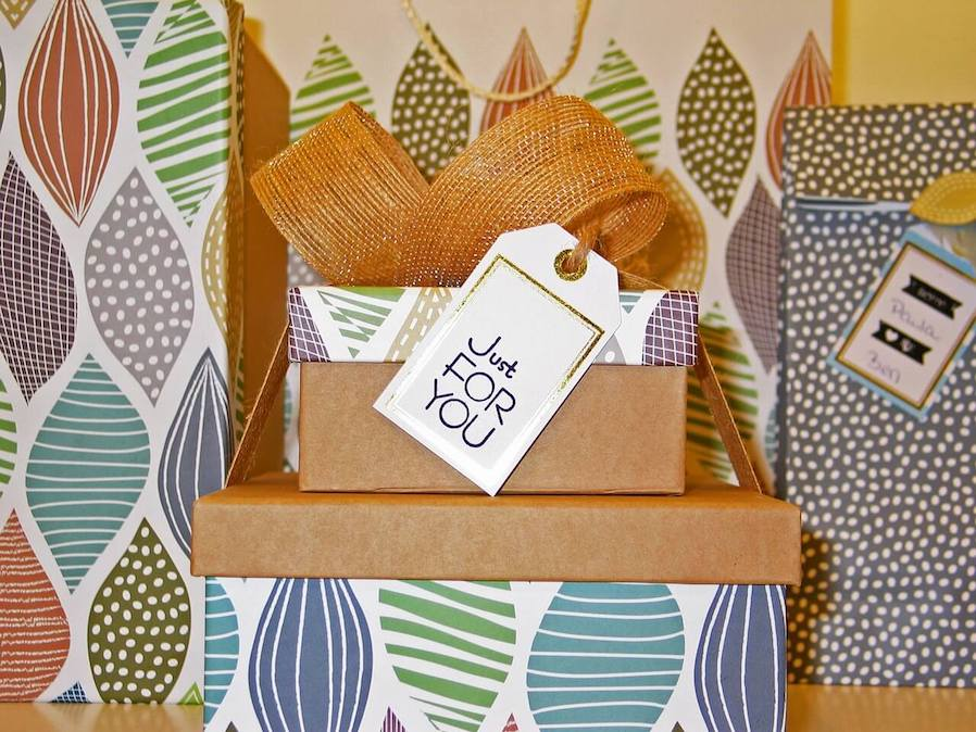 gift wrapping ideas for crafty friend