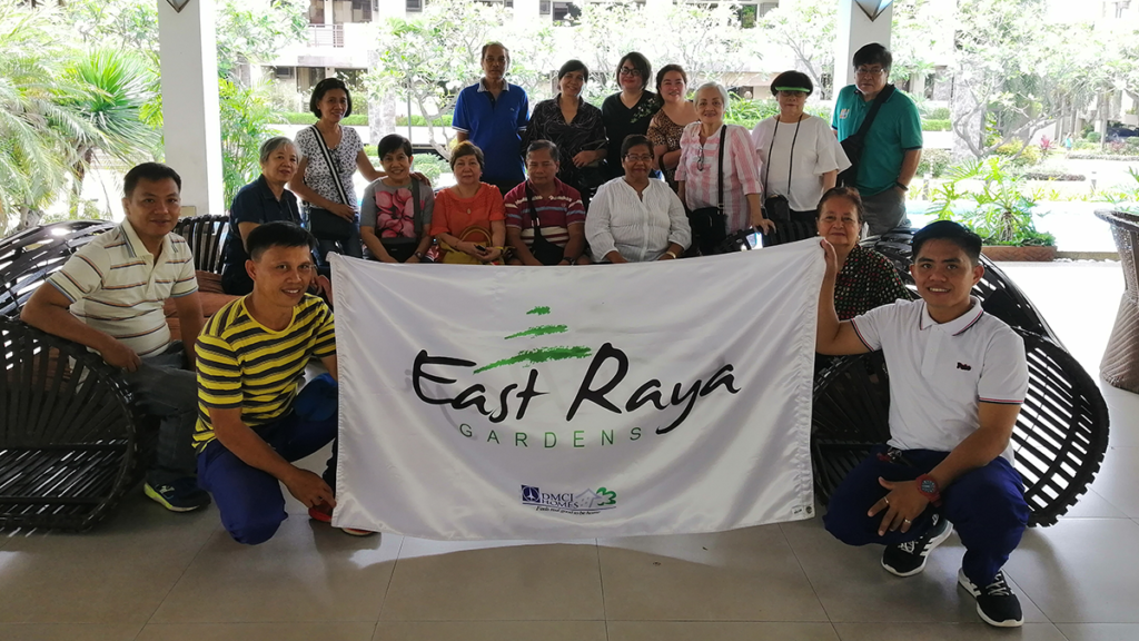 The East Raya Gardens team together with the elderlies who participated in the excursion.
