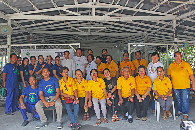 The Mahogany Place III team with the parish council of Brgy. Hagonoy Taguig and volunteers from Caritas Philippines.