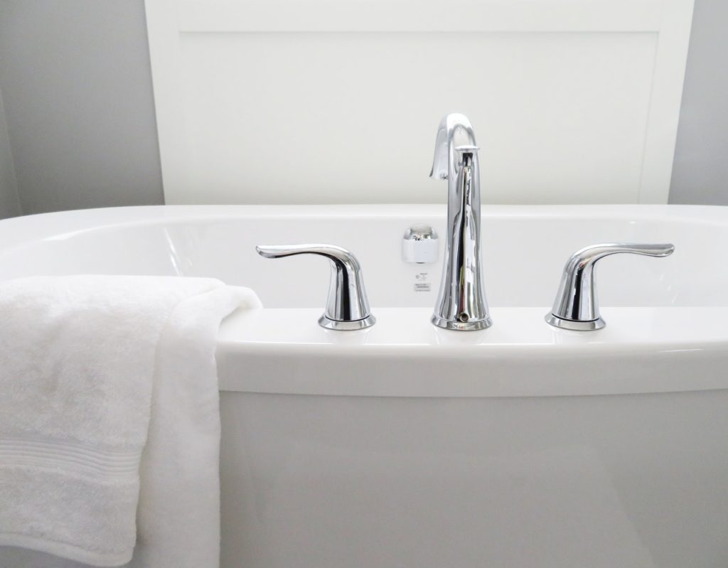 bathroom bathtub ceramic