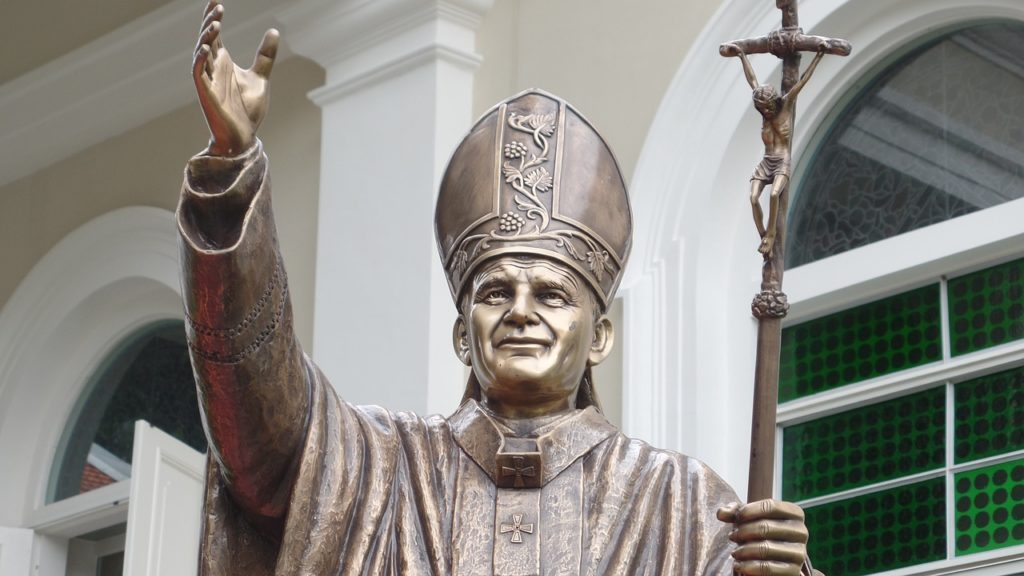 statue pope