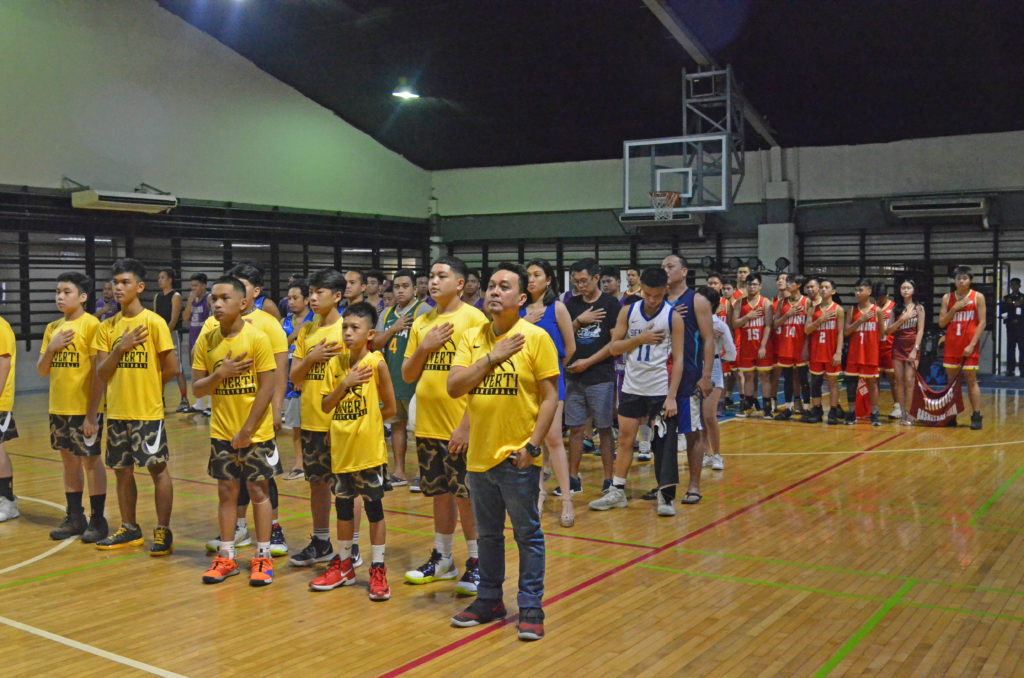 The event commenced with a prayer and the playing of the national anthem.