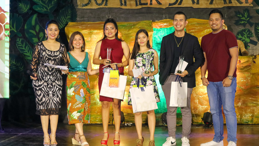 After serenading the audience, the grand winner of Acacia Idol is Patricia Linogao (fourth from the right) from Cypress Towers. The first runner-up from The Birchwood, Carlos Canlas (fifth from the right), and second runner-up, Marie Angeli Fabian (third from the right) from Verawood Residences also smiled for the photo.