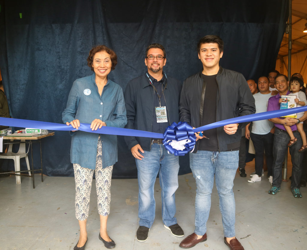 The cutting of the ribbon to mark the start of the event. (From left to right) Cristina Estrada of CRIBS Foundation Inc., Philip delos Reyes of Team Lightspeed, Shaun Apolinario of DMCI Homes.