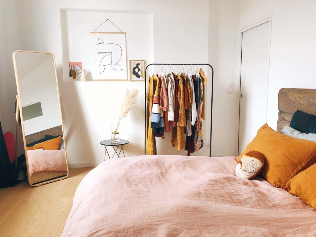 manage bedroom clutter